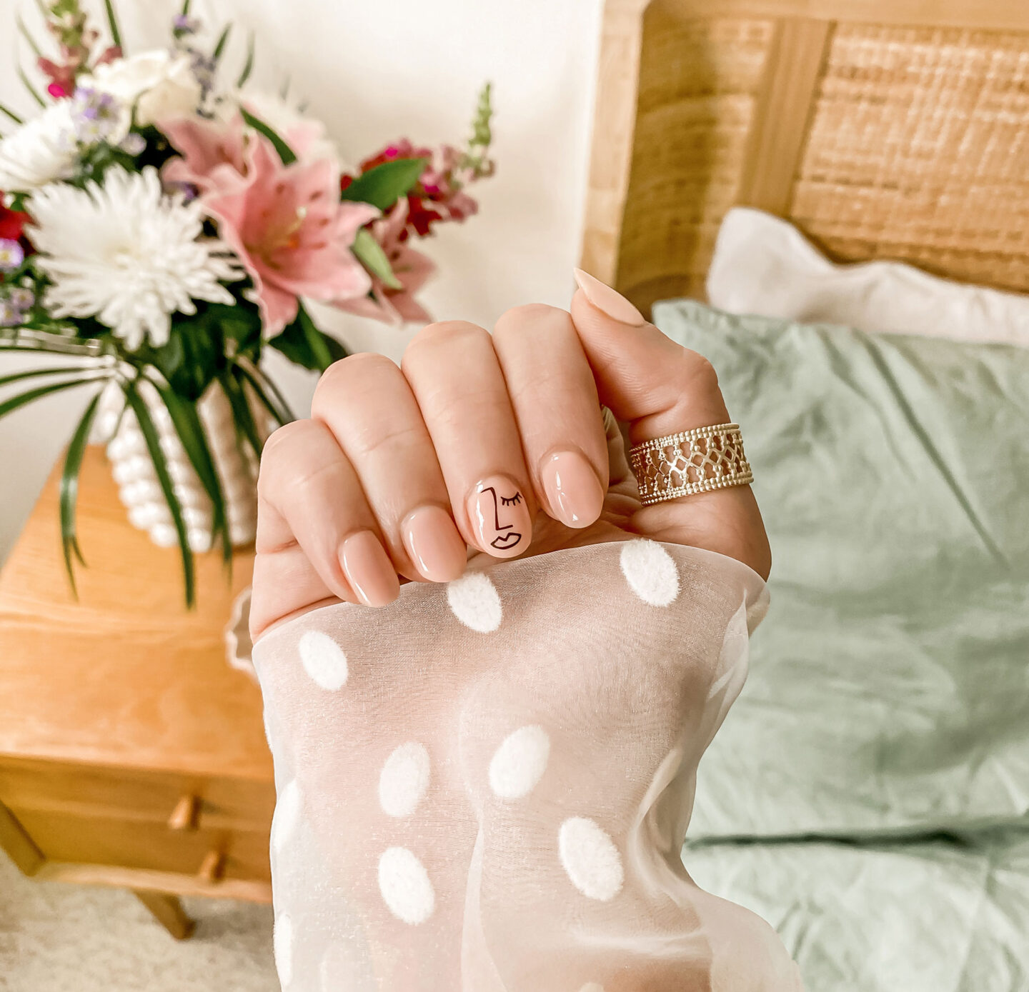 kelseyinlondon-kelsey-heinrichs-growing-nails-how-to-grow-your-nails-nail-art-ideas-nail-decals-diy-gel-manicure