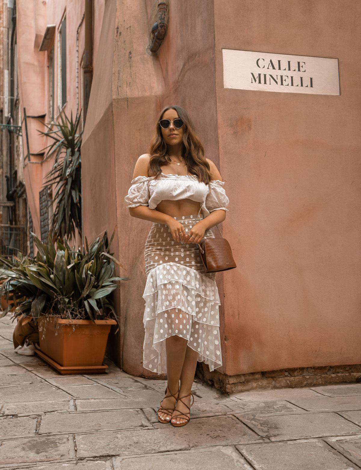 26-top-things-to-do-in-Venice---Venice-Instagram-spots-–-Venice-bucket-list---kelseyinlondon---kelsey-heinrichs---venice-gondola-ride---venice-grand-canal