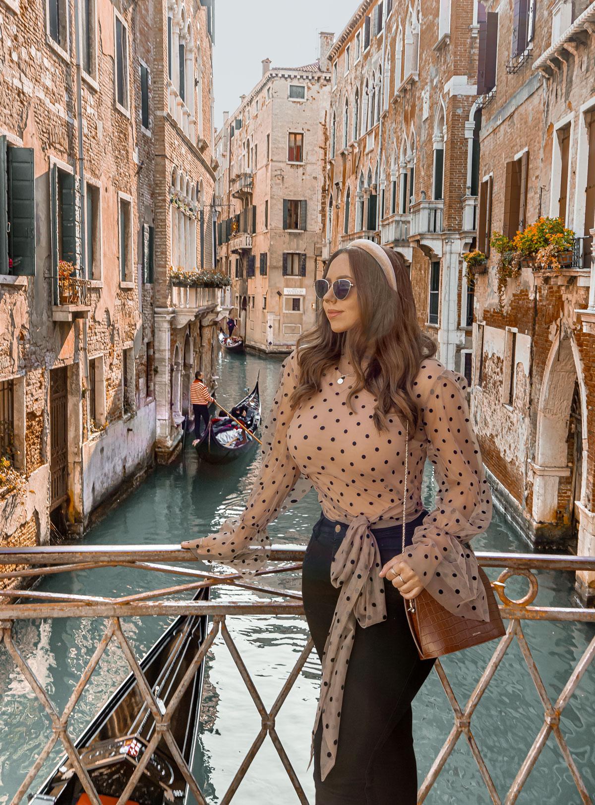28-top-things-to-do-in-Venice---Venice-Instagram-spots-–-Venice-bucket-list---kelseyinlondon---kelsey-heinrichs---venice-gondola-ride---venice-grand-canal